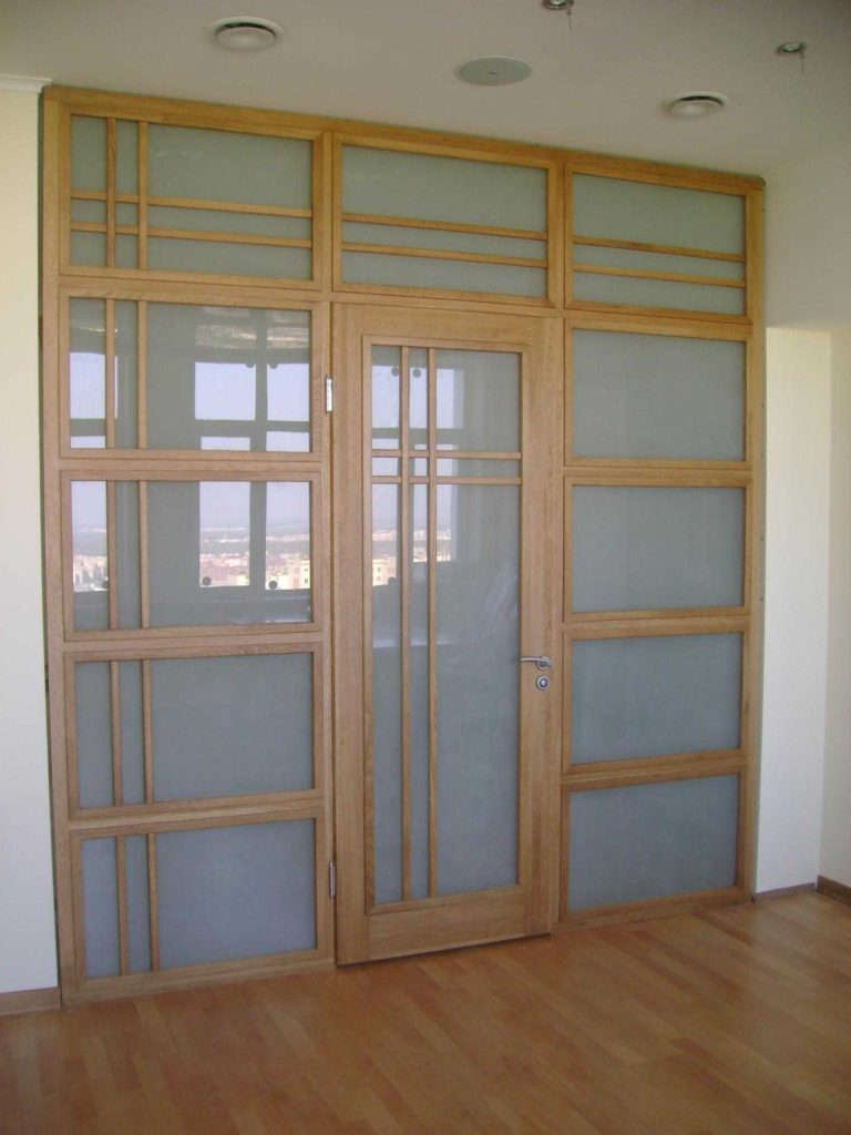 Остекленные гладкие двери