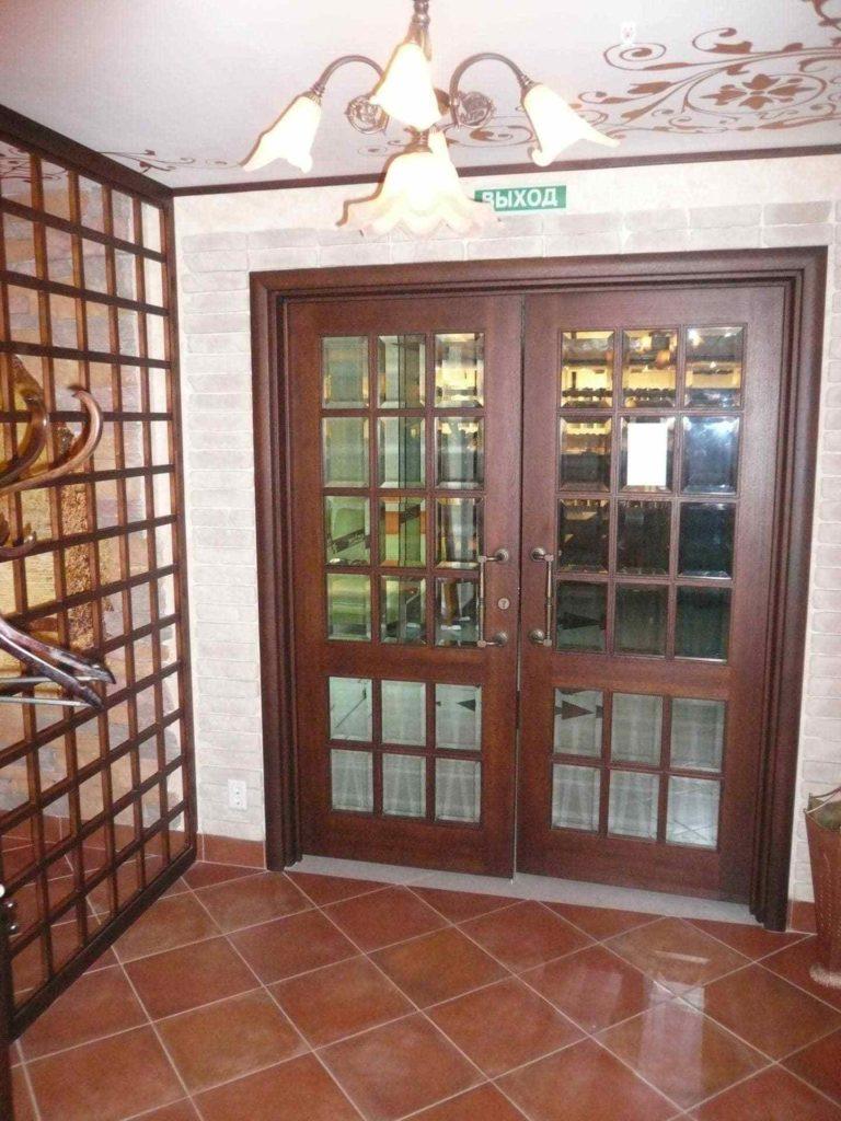 Остекленные филенчатые двери