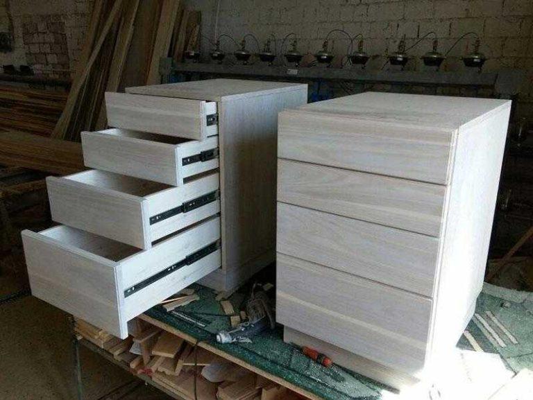 Тумбы с видвижными ящиками из массива ясеня